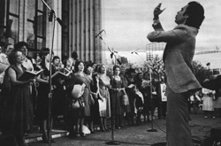 Conducting the Metropolitan Opera Chorus in a Free Concert at Lincoln Center, during the 1980 MET Labor Dispute
